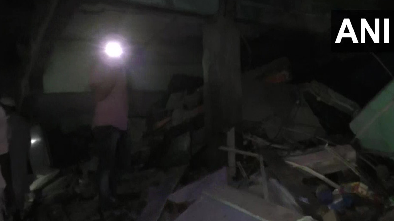 mumbai part of building collapses in thane maharashtra one dead after wall collapses in mulund