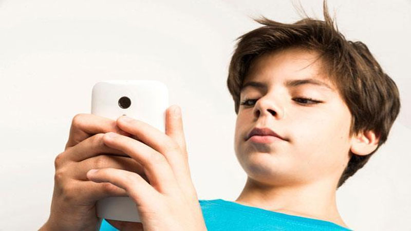 Smartphone Habit Affects the children, parents should be aware