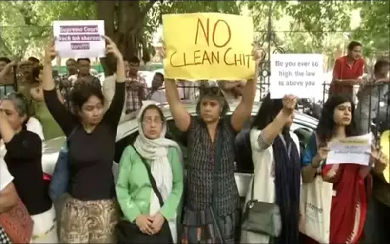 Women protest against SC for giving clean chit to CJI Ranjan Gogoi