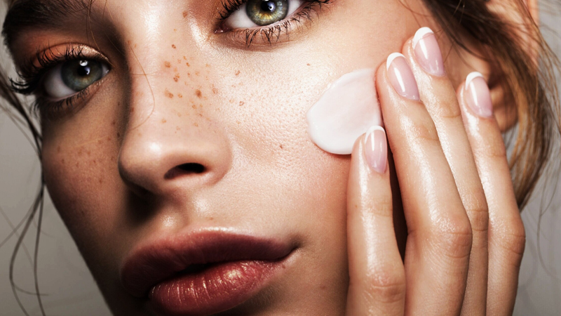 How to protect skin from getting dark in winter