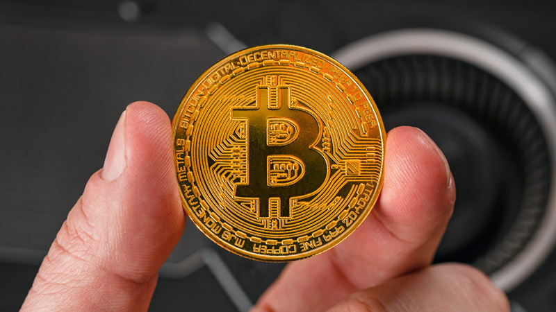 Those who invest in currencies like Bitcoin need to read once
