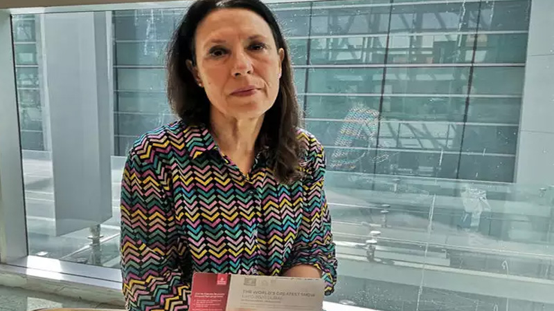 who is debbie abrahams the british mp stopped at delhi airport