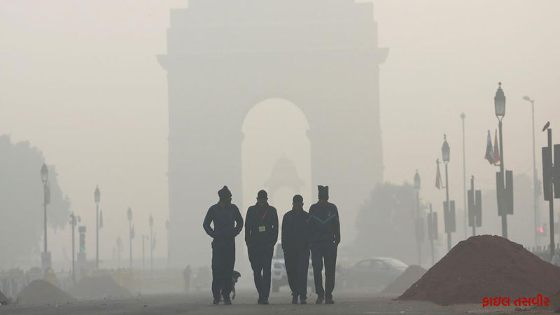 Due to pollution, flights to Delhi will late and school closed till November 5