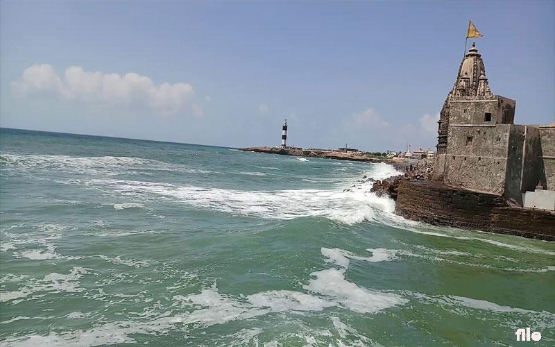 cyclone vayu effect in gujarat Dwarka sea waves high