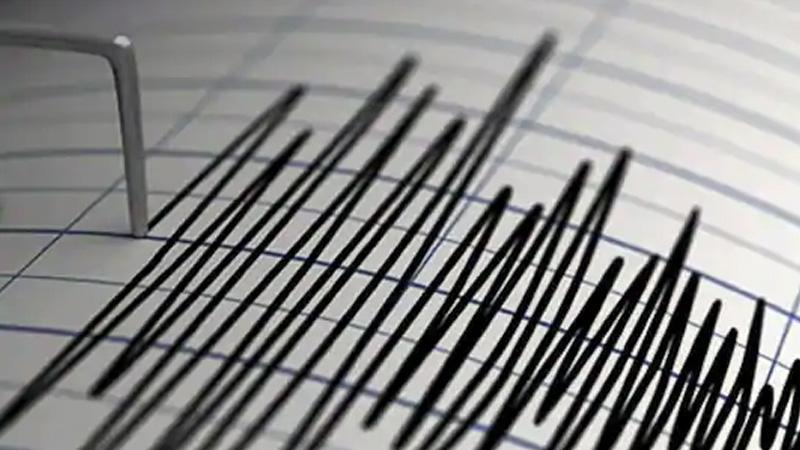 Large earthquake off Alaska prompts tsunami fears