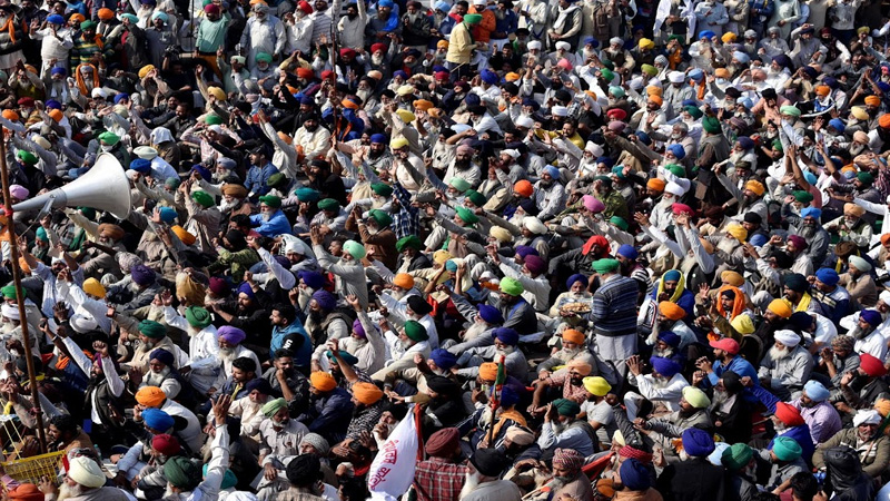 farmers parliament at jantar mantar women conduct operation 100-100 protesters from punjab and other states join