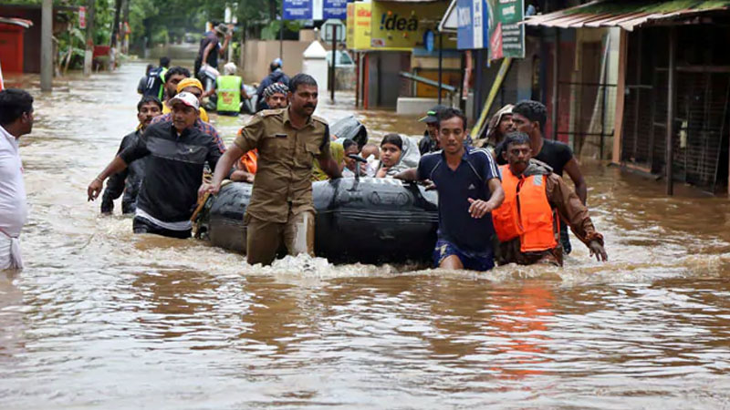 kerala karnataka and maharashtra floods toll rises