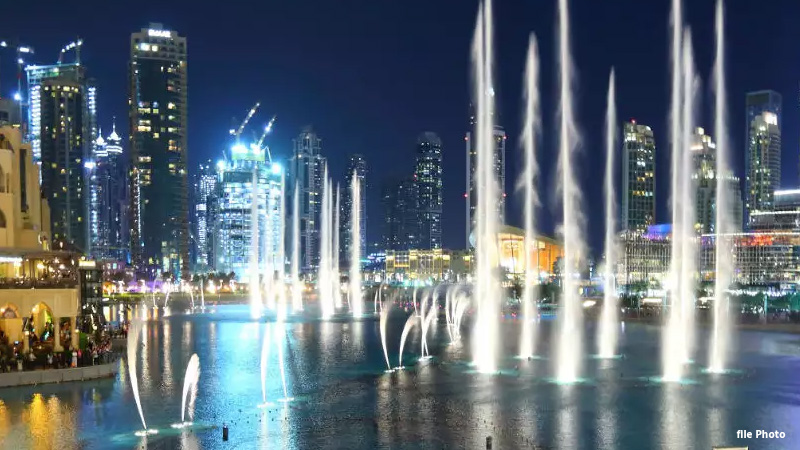 the worlds largest fountain is ready in dubai spread over 14 thousand square feet on the seawater
