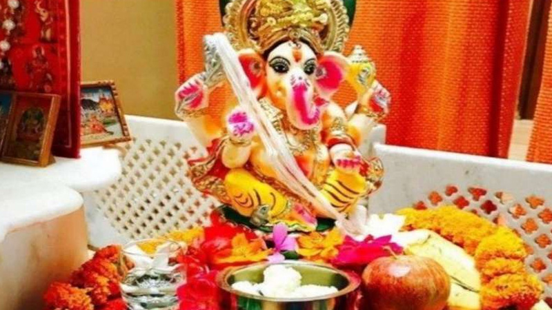 do not see  moon on ganesh chaturthi day know what is the reason