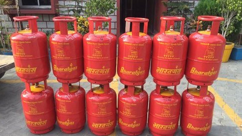 on first day of new year increase in price of non subsidized lpg cylinder