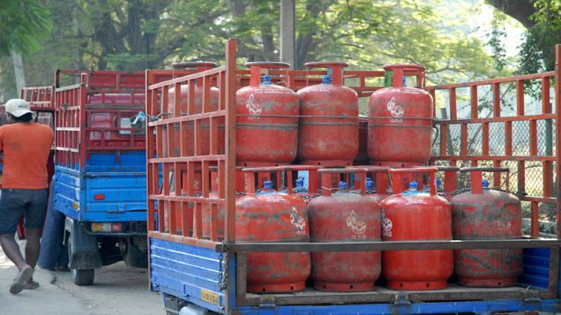 Gujarat Ahmedabad Gas agency owner Theft gas in LPG  bottle