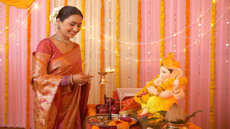 Know the Benefits Of Aarti