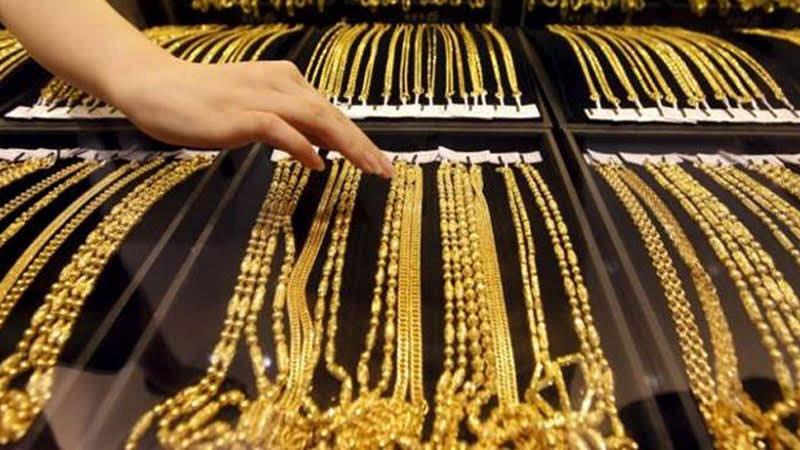 gold rate update gold rate fell rs 121 to rs 50630 per 10 grams silver