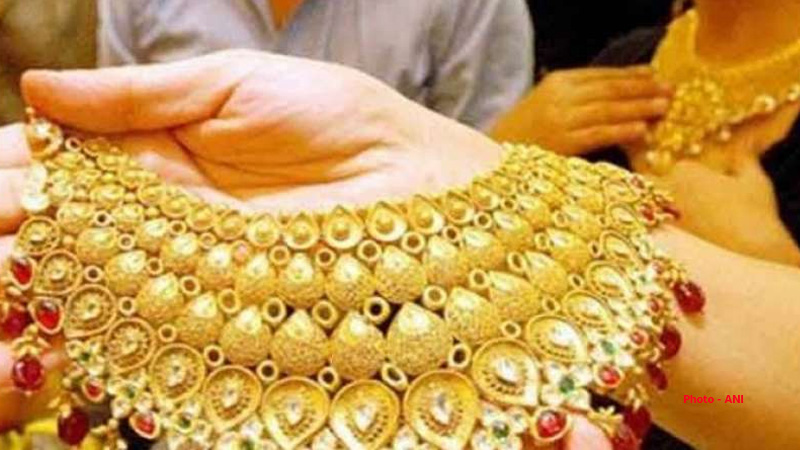 10 gram gold price today jumped and silver price also hike check 22 carat gold rate