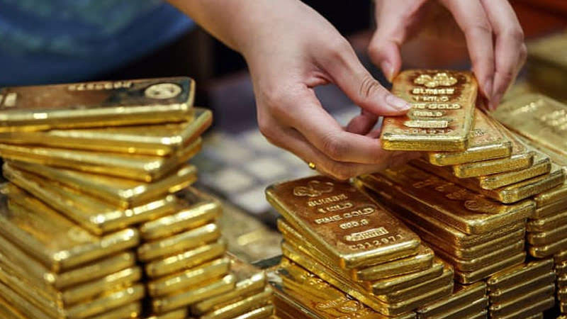 gold fell for a second straight session on tuesday as the dollar climbed to a near two month peak