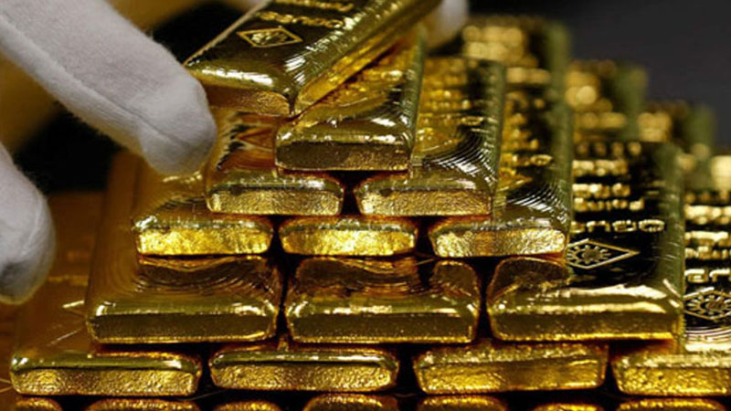 Fugitive caught smuggling gold ahmedabad airport Bhargav Tanti arrested