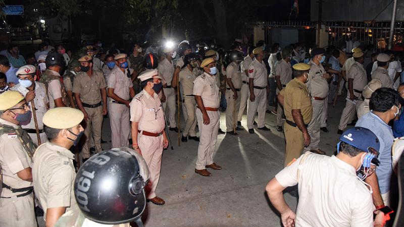 agra news accused of murder of soldier devendra singh moti injured in encounter