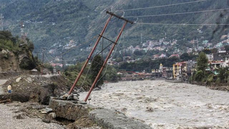 Heavy Rain And High Alert at Uttrakhand and HimachalPradesh people affected from landslides also