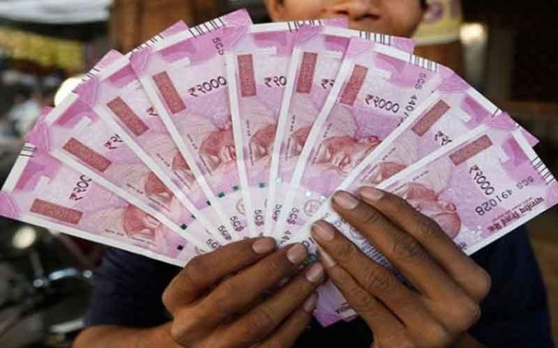 ભારતના 9 ધનિકો પાસે કુલ વસ્તીના 50% કરતા વધારે સંપત્તિ  એક વર્ષમાં 2200 કરોડ વધ્યા