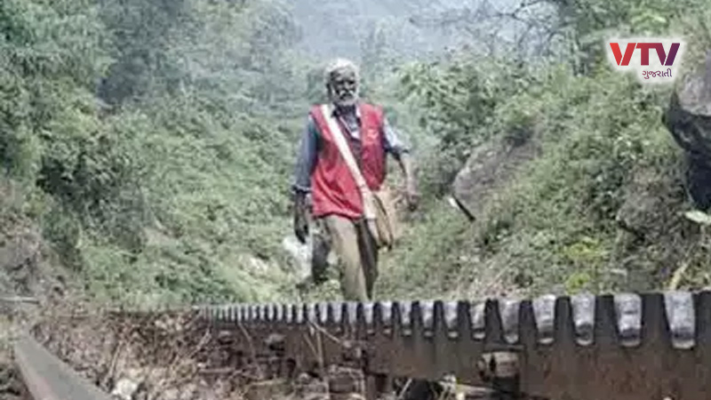 After delivering a letter by walking 15 km every day, this postman retired, people demanded Padma Shri