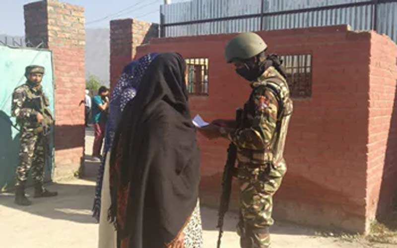 Grenade attack on booth during polling in Pulwama jammu-kashmir