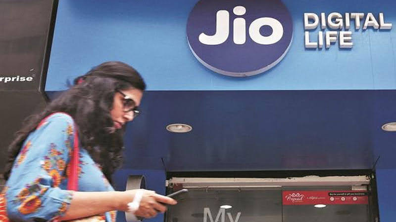 Bharti Airtel sells spectrum worth ₹1,497 crore to Reliance Jio