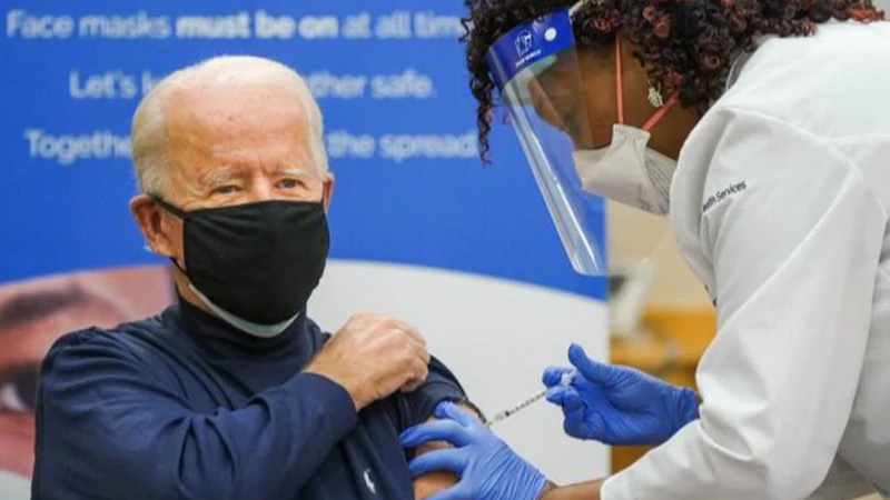 joe biden took the first dose of the corona vaccine donald trump credit for vaccine