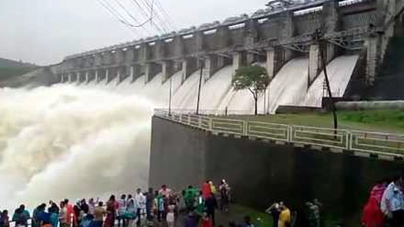 due to heavy rain gujarat all dam overflow