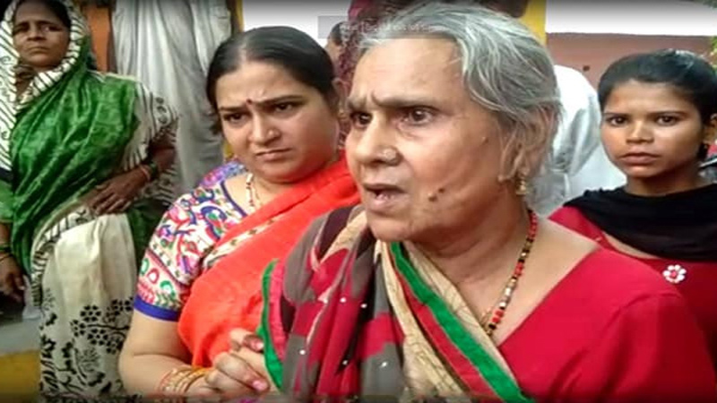 Kamlesh Mother Got Angry On Hearing PMs Name While Asthi Visarjan Of Kamlesh Tiwari