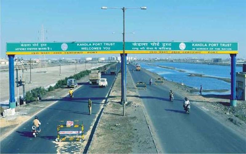 ગુજરાત માર્ગે આતંકીઓ ઘૂસણખોરી કરે તેવા સંકેત  કચ્છના પોર્ટ પર સુરક્ષા એજન્સીઓનું હાઇ અલર્ટ