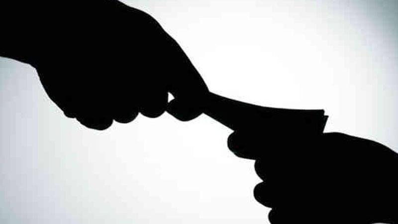 Junagadh ACB PI D.D. Chawda bribe case