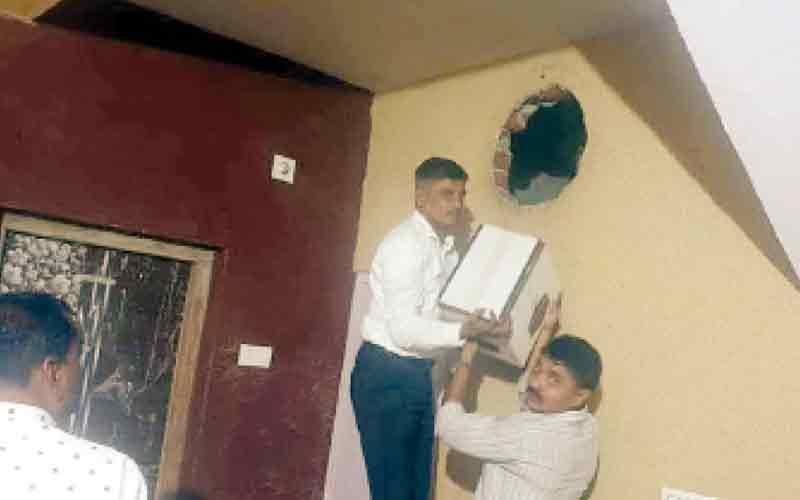 Liquor Bootlegger Gujarat Police Ahmadabad