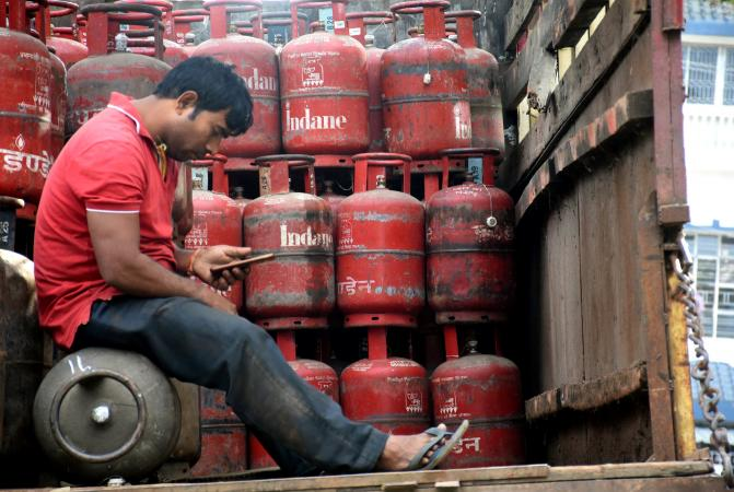 subsidies on lpg can be available without aadhar card know what to do