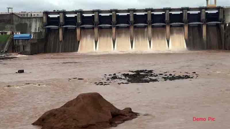 valsad heavy rain madhuban dam overflow gujarat alert weather department