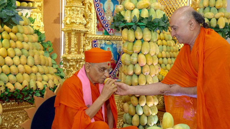Ahmedabad Maninagar Swaminarayan temple priydasji patient corona critical