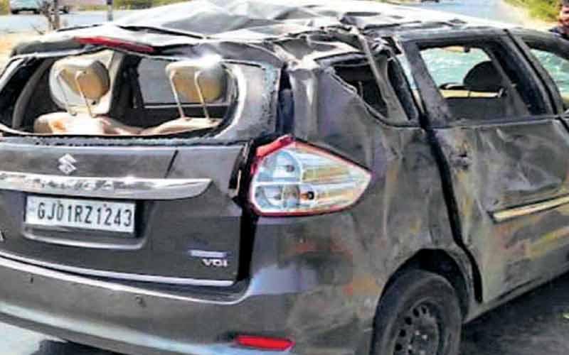 mehsana bhandu highway ertiga car Tyre one death