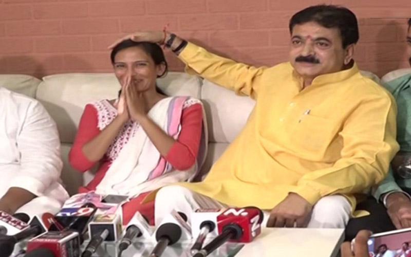 BJP MLA Balram Thawani Kicking Woman Gujarat