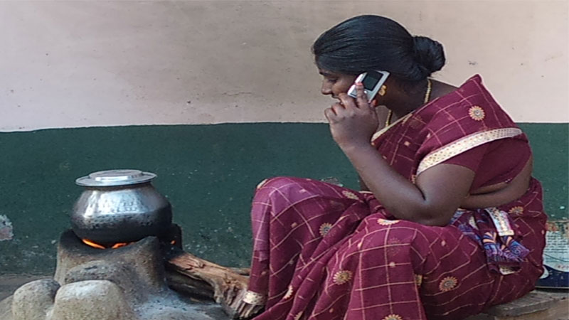 Indian rural mobile user base shrinks amid economic recession