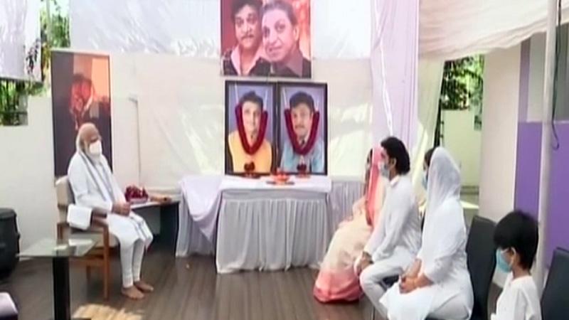 PM Modi visit gandhinagar mahesh and naresh kanodia family