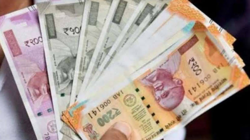 Employees Provident Fund Organisation EPFO may shock salaried workers On March 4 can declare low interest rate on EPF...