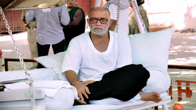 Morari Bapu stirs controversy with his statement on Lord NILKANTH Swaminarayan saints fume