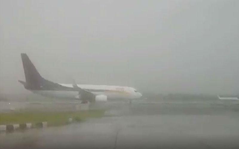 heavy rain in mumbai flights affected at international airport