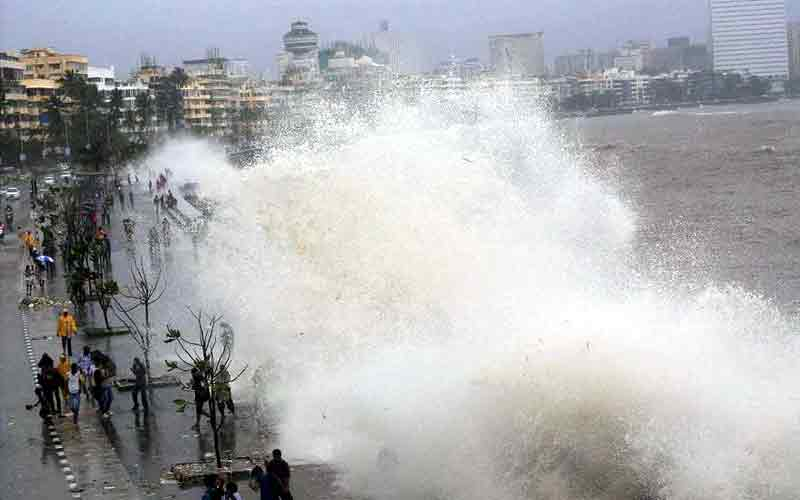 mumbai high tide vayu cyclone Maharashtra beach two day close