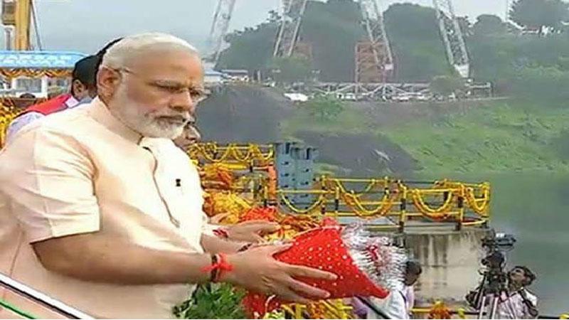 PM Narendra Modi pooja and aarti Narmada dam on his birthday