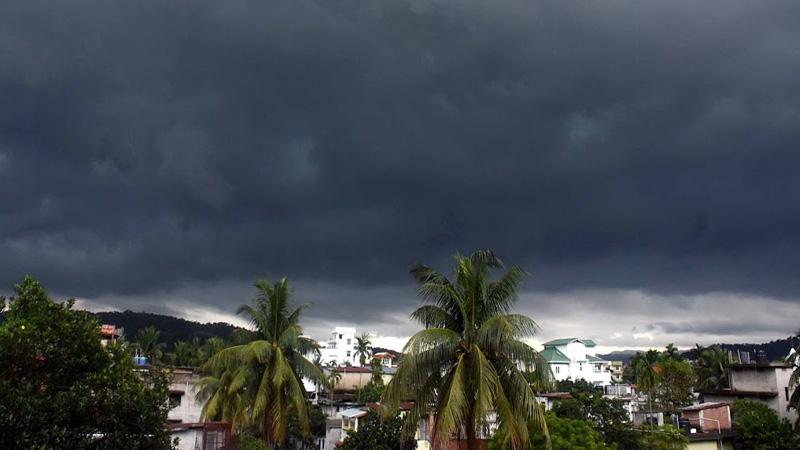 weather forecast live updates orange alert for heavy rain in mumbai