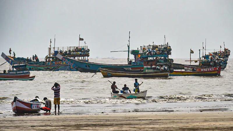 mumbai gears up for cyclone nisarga ndrf teams deployed 10 points