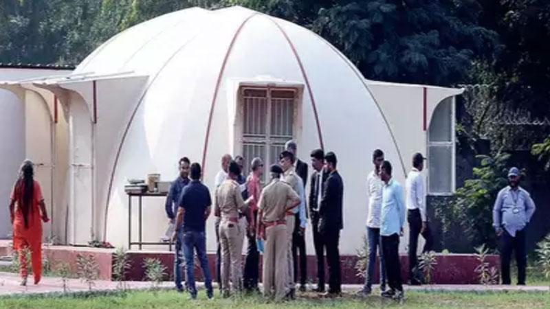 karni sena hallabol with police in Nithyananda ashram ahmedabad