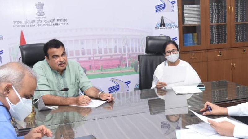 mamata banerjee meets nitin gadkari in delhi and calls the chief secretary