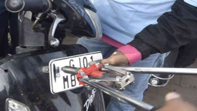 Exposes illegal number plate scam Ramol Ahmedabad