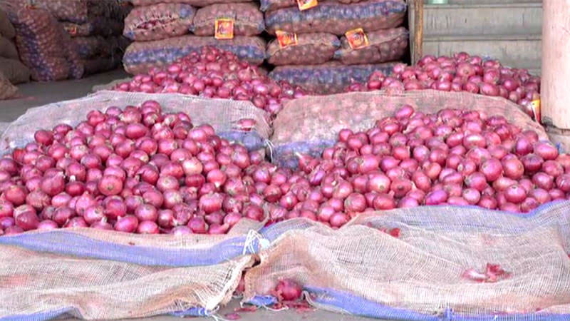 congress workers were selling onion in monkeys looted onion from a customer